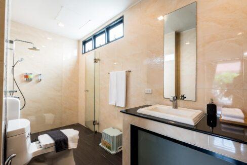 P2G#24 Ensuite bathroom#1