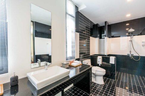 P3#34 Ensuite bathroom#4