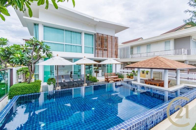 Stunning Beachfront Villa in Hua Hin/Cha-am at Vimanlay