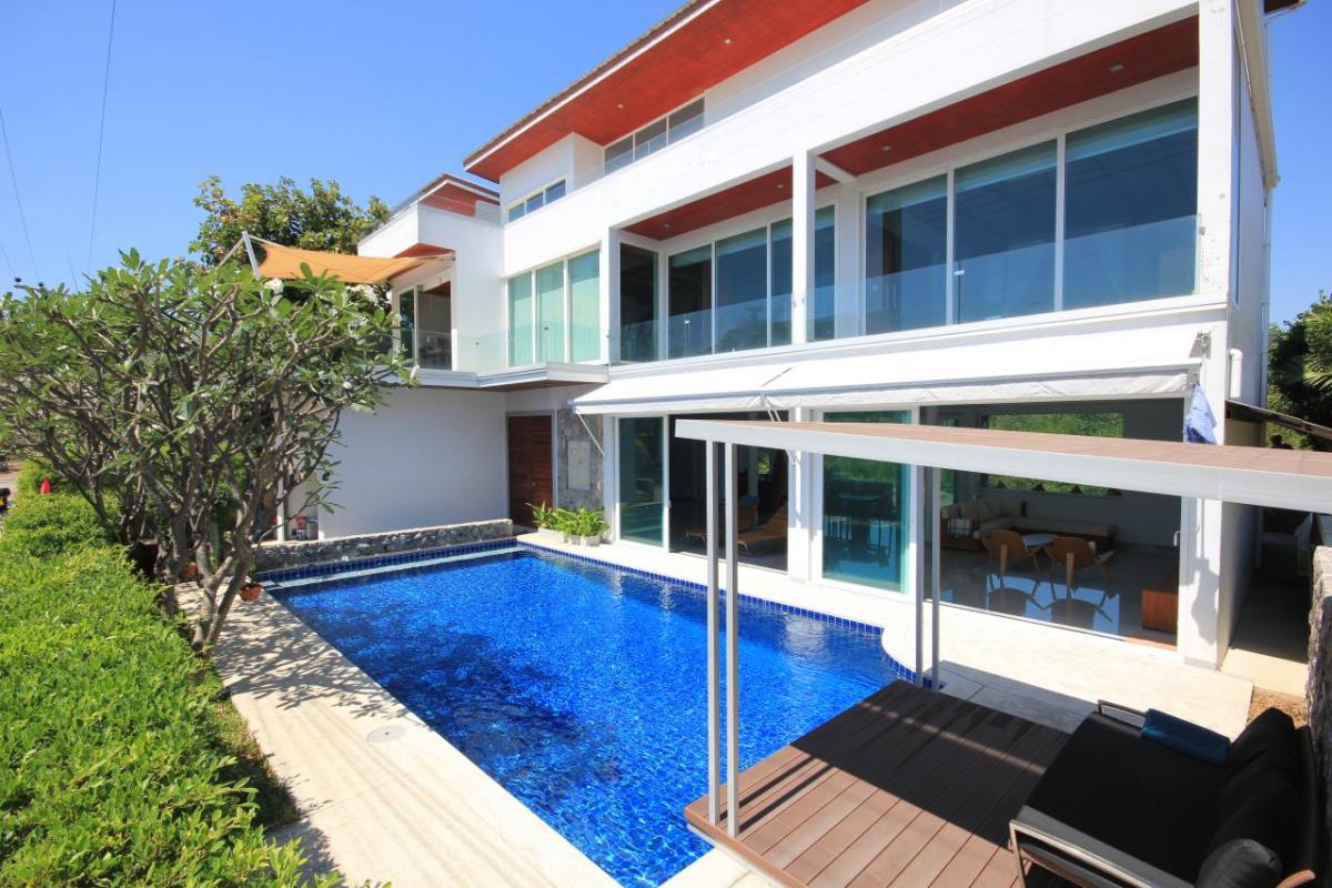 High quality new-built Beachfront pool villa in Cha-am