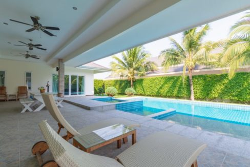 05 Fully covered furnished terrace