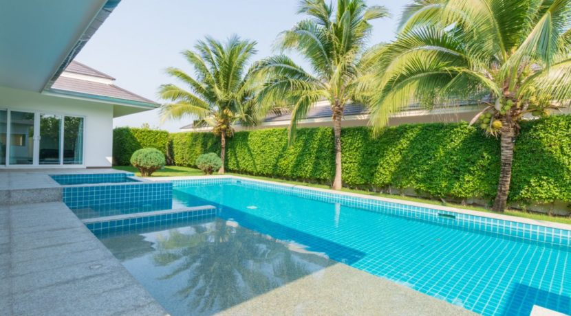 06 4x12 meter pool with jacuzzi and wetdeck