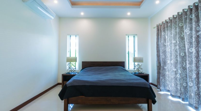 30 Master bedroom with exit to pool and garden
