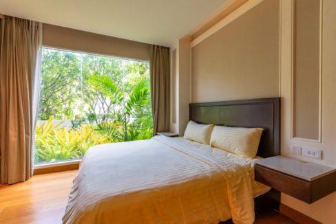 30 Spacious bedroom