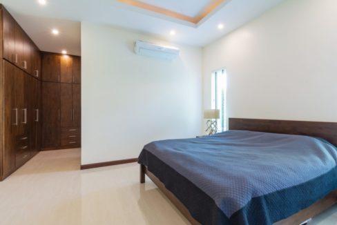 31 Master bedroom with walkin closet