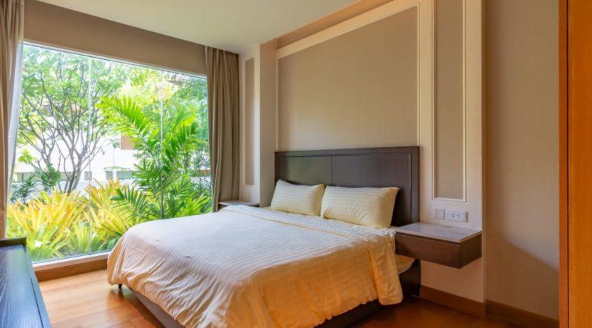 31 Spacious bedroom