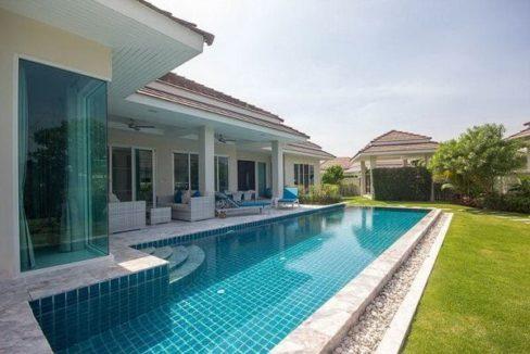 02 Large swimming pool