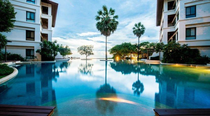 02 Magnificent swimming pool (1200 sqm)