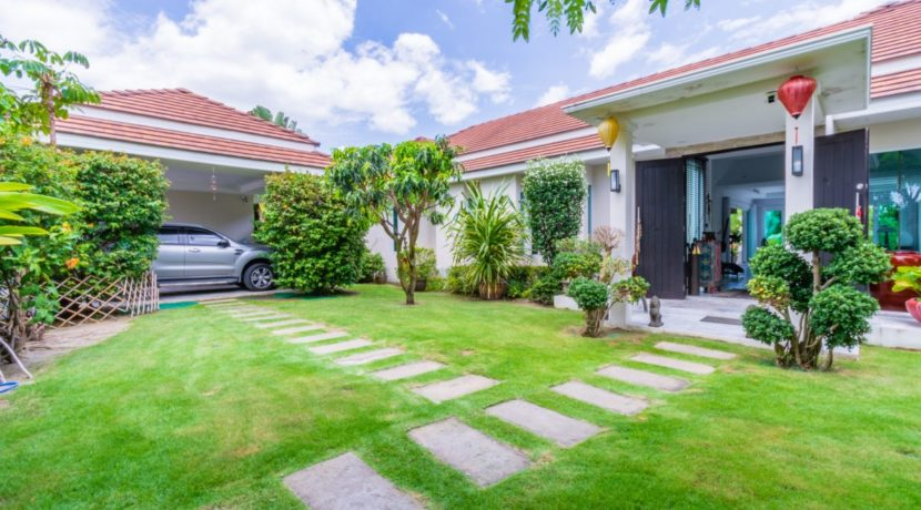 02 Villa entrance with covered carpark