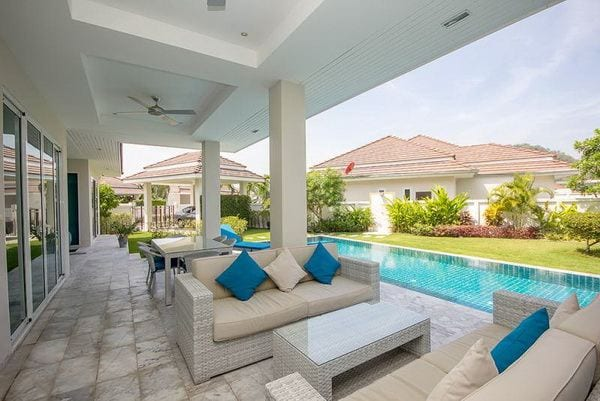 03 Fully covered furnished terrace