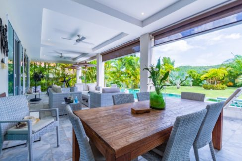 04 Fully covered furnished terrace