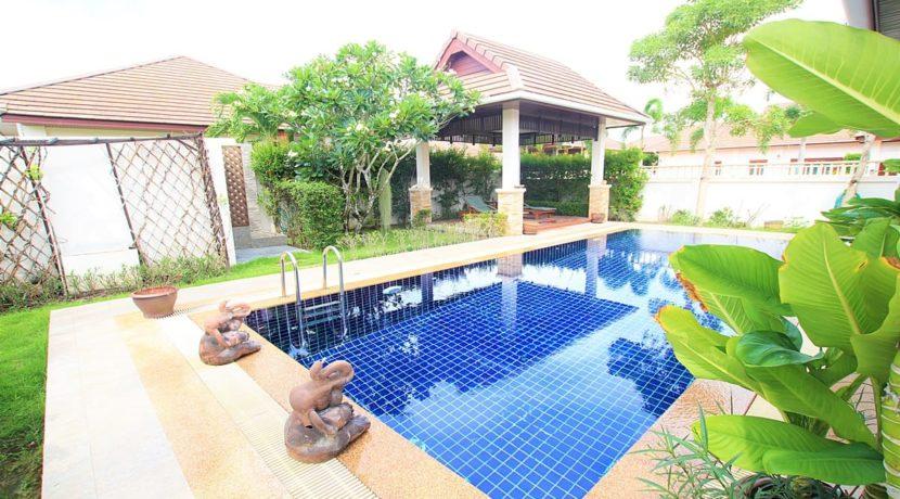 04 Sala next to pool