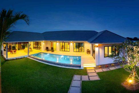 09A Villa with evening illumination