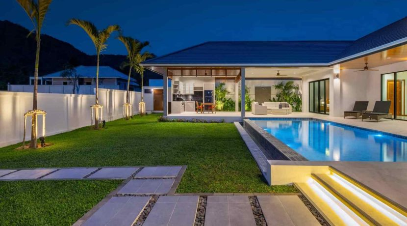 09B Villa with evening illumination