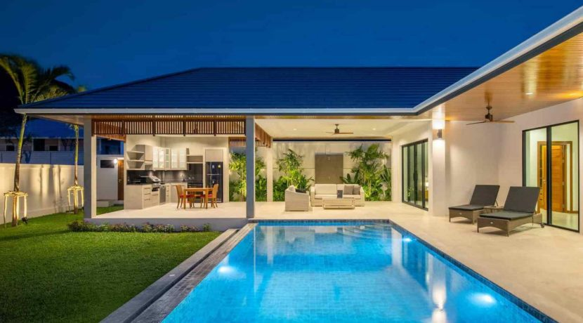 09C Villa with evening illumination
