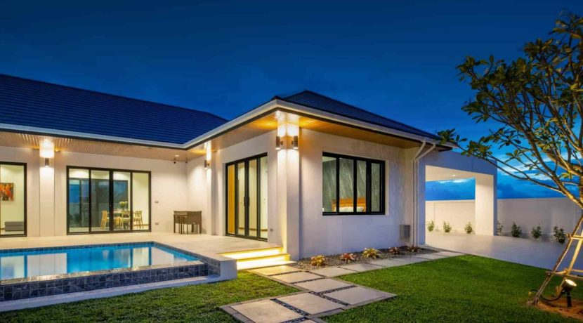 09D Villa with evening illumination