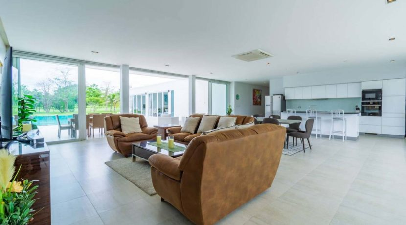 10 Spacious living-dining lounge