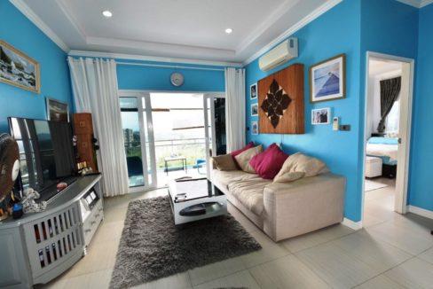 10 Spacious living-dining room (2-Bed unit)
