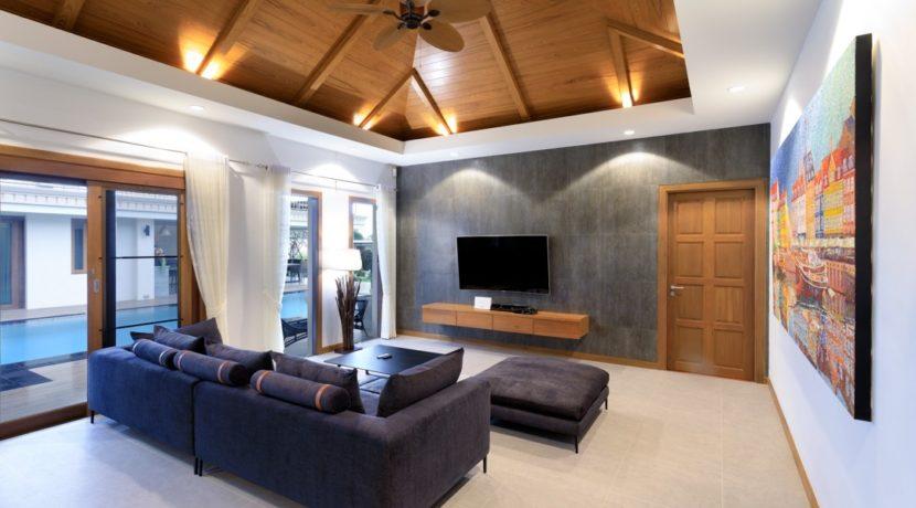 11 Spacious living-dining lounge