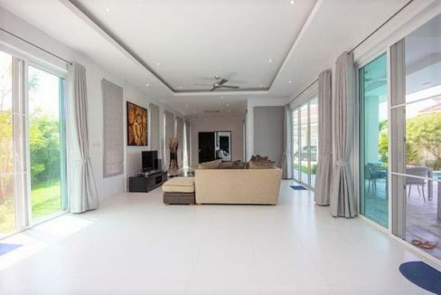 12 Spacious living-dining room