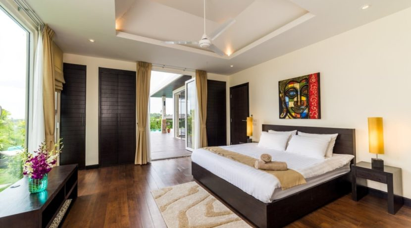 130 Spacious master bedroom (Villa A)