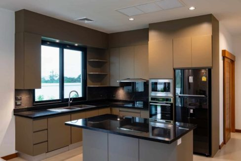 25 Filly fitted modern European kitchen
