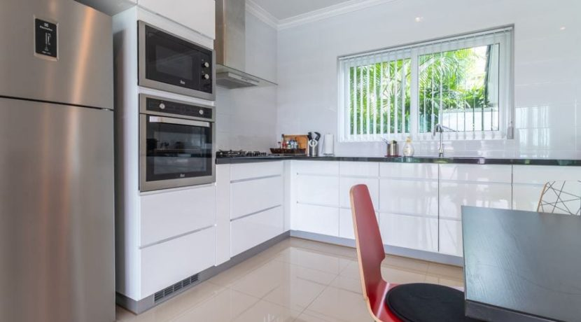 25 Fully fitted modern kitchen