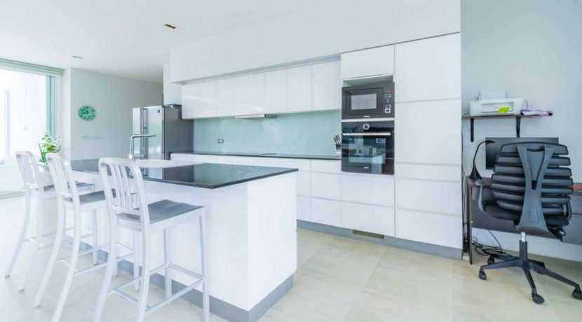 25 Fully fitted modern open kitchen