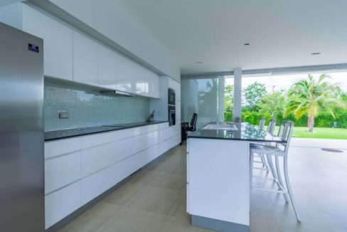 26 Fully fitted modern open kitchen