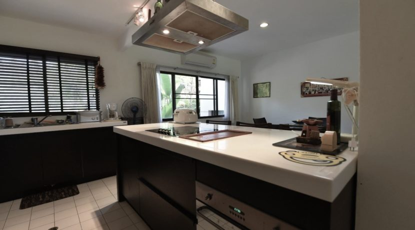 27 Fully fitted open kitchen