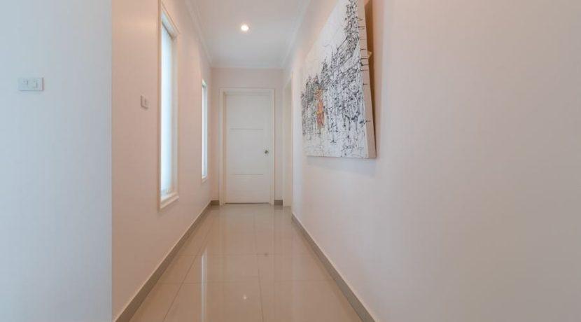 29 Walkway to bedrooms