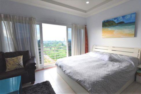 30 Large master bedroom (2-Bed unit)