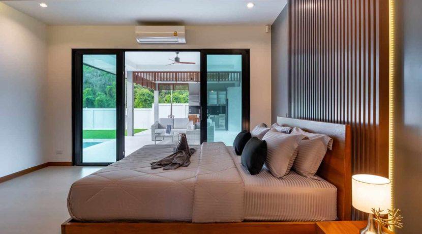 31 Spacious master bedroom