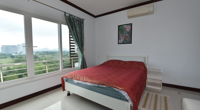 60 Large bedroom (1-Bed unit)
