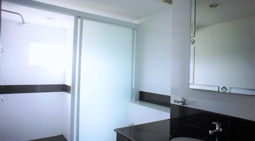 65 Ensuite bathroom (1-Bed unit)