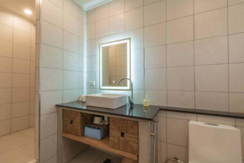 65 Ensuite bathroom #4