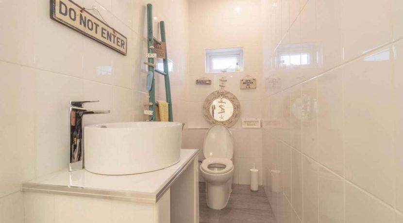 66 Guest washroom