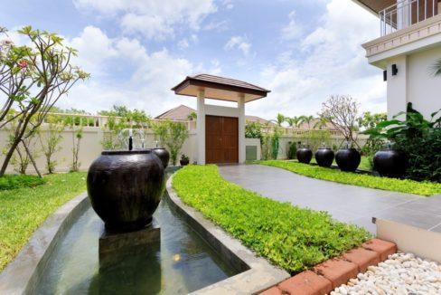 70 Beautifully landscaped garden
