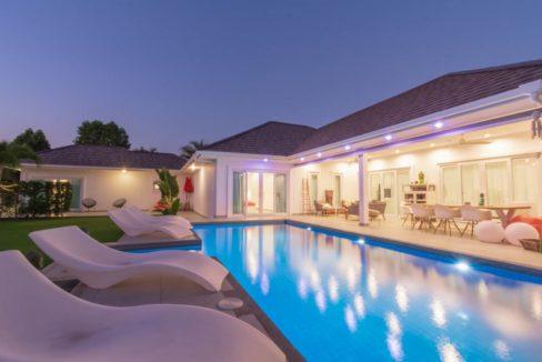 71 Villa night illuminated