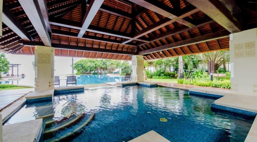 83 Jacuzzi pool section