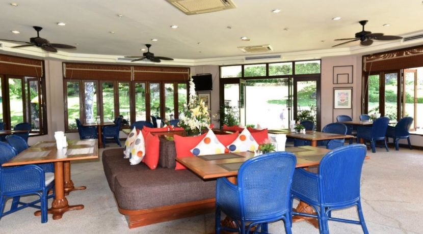 83 Palm Hills Golf Club restaurant
