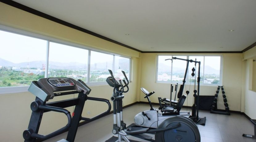 83 Rooftop gym room