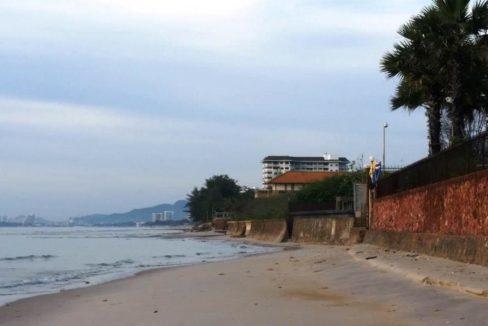 85 Nearby beach