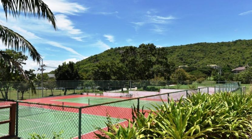 88 Palm Hills Sports Club tennis courts