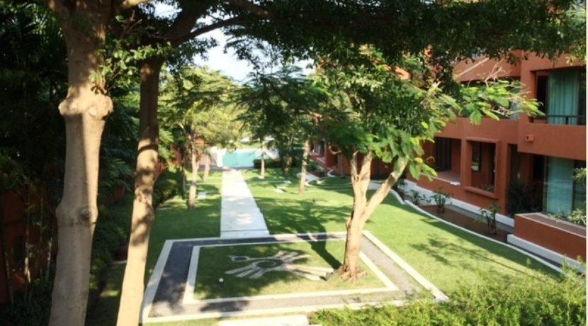 04 Lush landscaped gardens