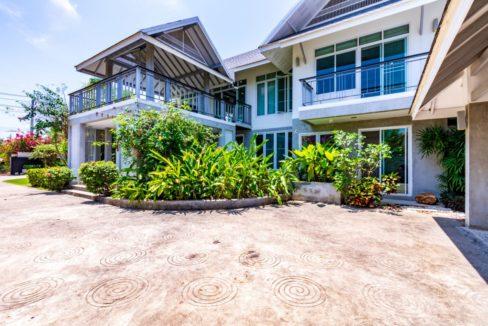 04 Villa entrance area