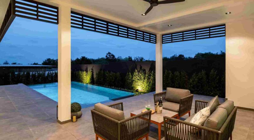 05 Covered furnished terrace