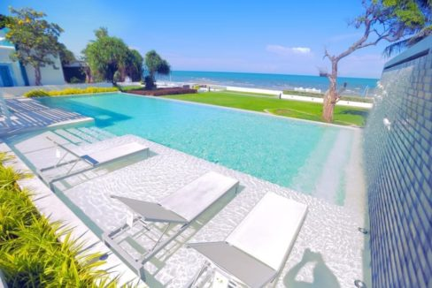 82 Beachfront swimming pool