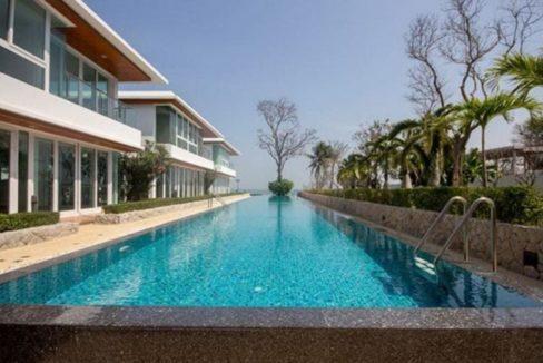 90 Dao Tem Fah communal pool