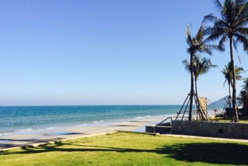 93 Direct beach access